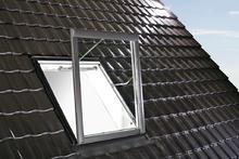 Okna dachowe - Roto System oddymiający WRA Designo R5